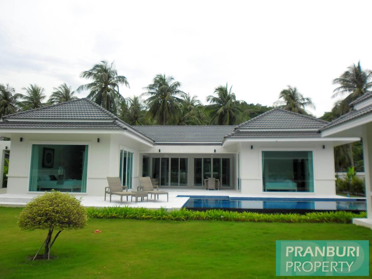 White Beach Villas in Samroiyot